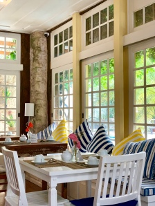 Bright colonial style breakfast room