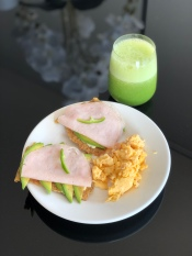 Egg breakfast with turkey/avo seed crackers